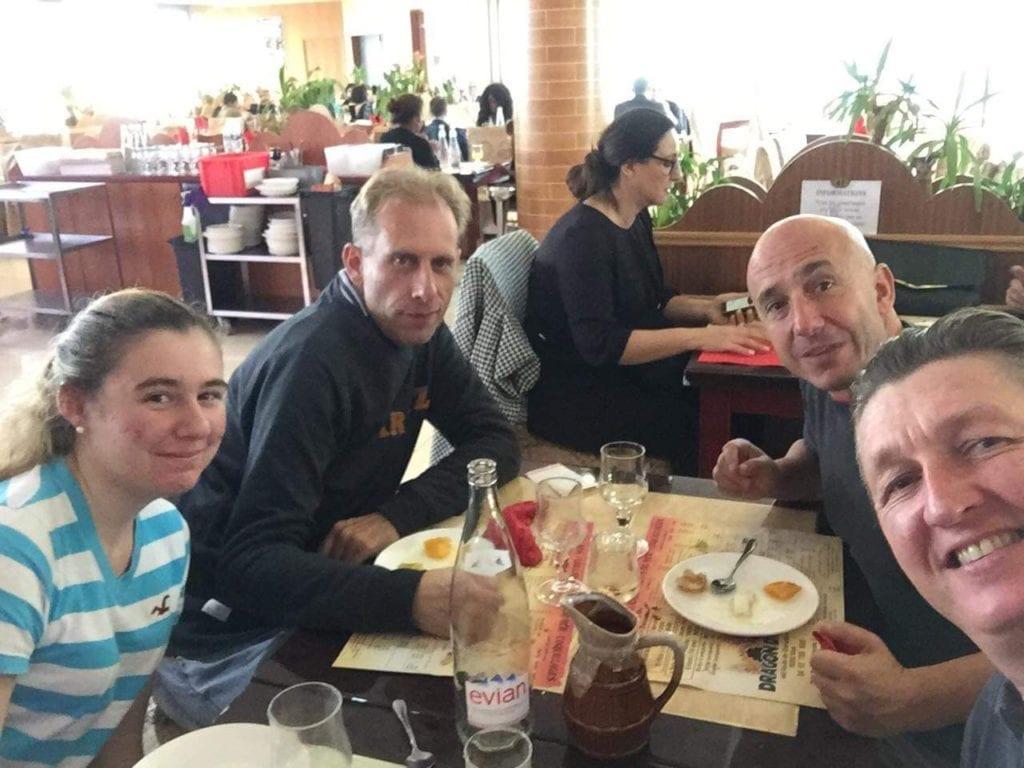 Gilles, Julia, David et Bernie au buffet asiatique. Burn-out et nouvelle vie.