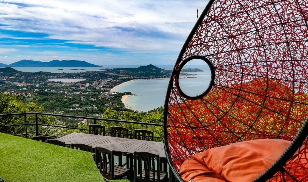 Vue panoramique en terrasse au Heart Shape Mountain Seaview à Koh Samui.