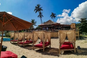Grands lits a baldaquin de plage a Lamai Beach, La Bohemia