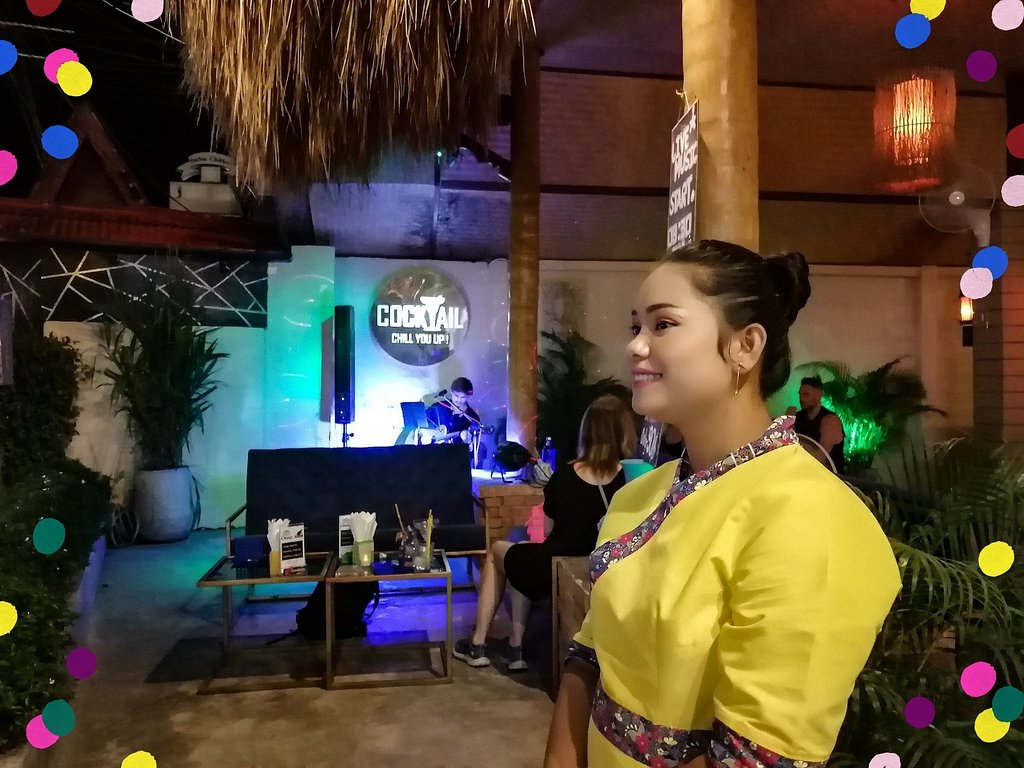 One O One a Lami Beach (Koh Samui). Lounge Bar avec Cocktails, glaces artisanales et live music trois fois par semaine.