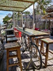 Table décoration avec un vélo a Lamai beach