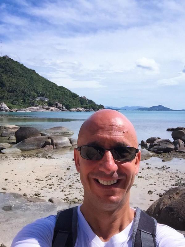 Bernie sur la plage de Silver Beach a Crystal Bay (Koh Samui, Thaïlande).