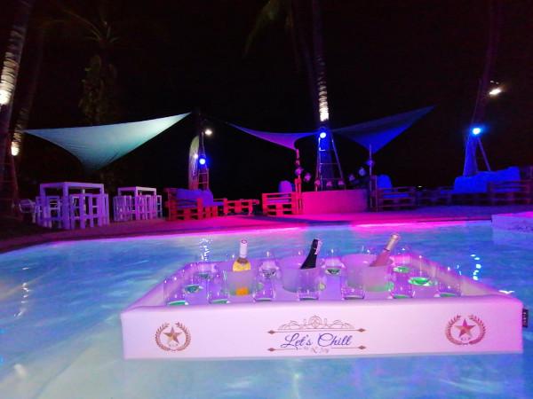 "Bar flottant N'Joy Pool Bar dans la piscine du ""Blu'Beach Bungalows"" (Lamai Beach, Thaïlande)"