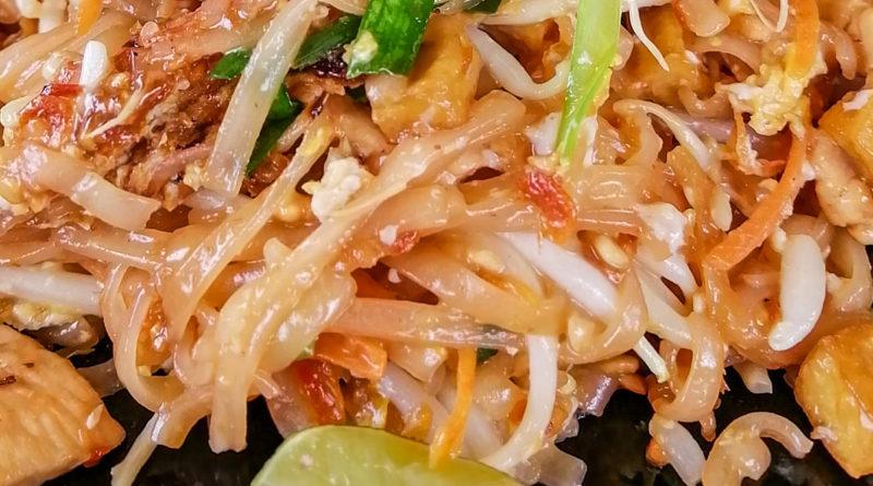 Pad Thai au Poulet chez Mam Thai Restaurant a Lamai (Koh Samui)