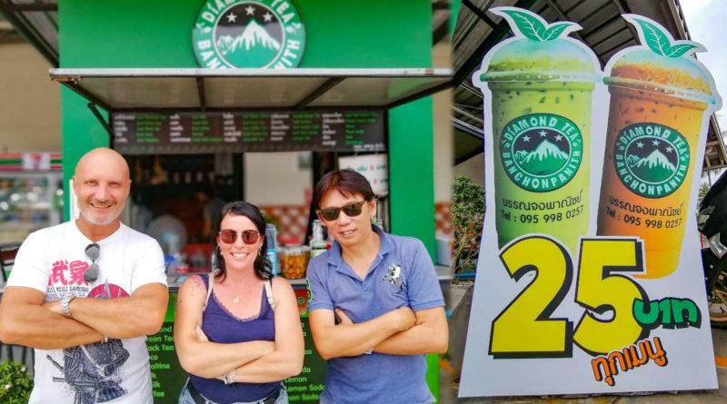 Diamond Tea Panchonpanith Thailande avec Eric et Lydie lesclients et Diamond le propriétaire