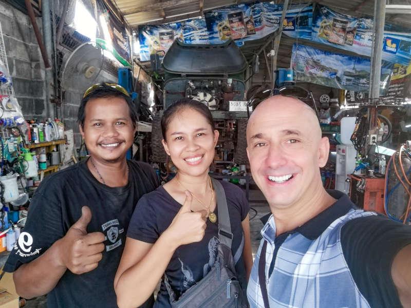 Jan et Kratae les propriétaires du garage automobile YanModify a Koh Samui.